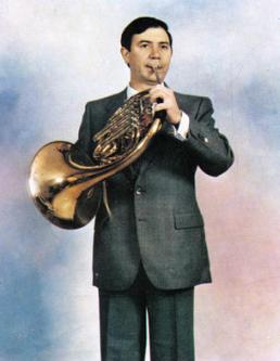 Pinchar en la foto del autor de la música del Himno, Miguel Ángel Colmenero Garrido, para acceder a su biografía.