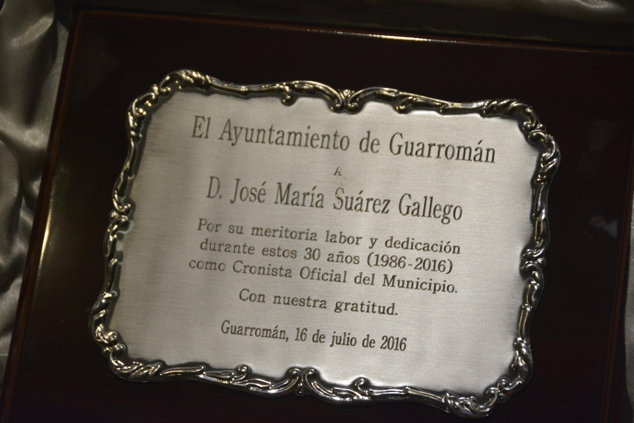 placa-entregada-a-jose-maria-suarez-gallego